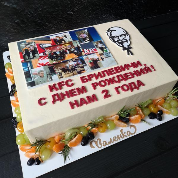 Торт с логотипами и фруктами
