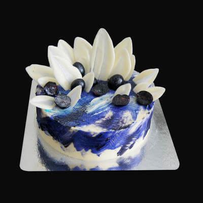 Яркий торт с шоколадным декором