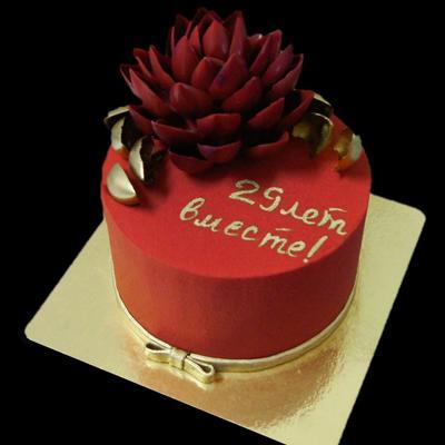Торт с шоколадным цветком