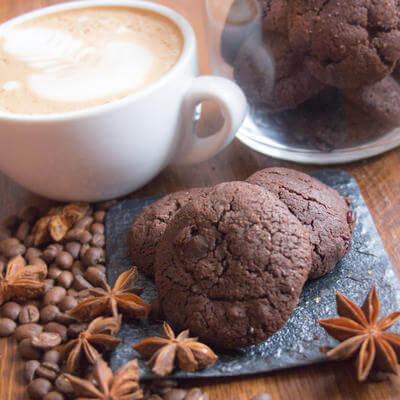 Печенье шоколадное с клюквой