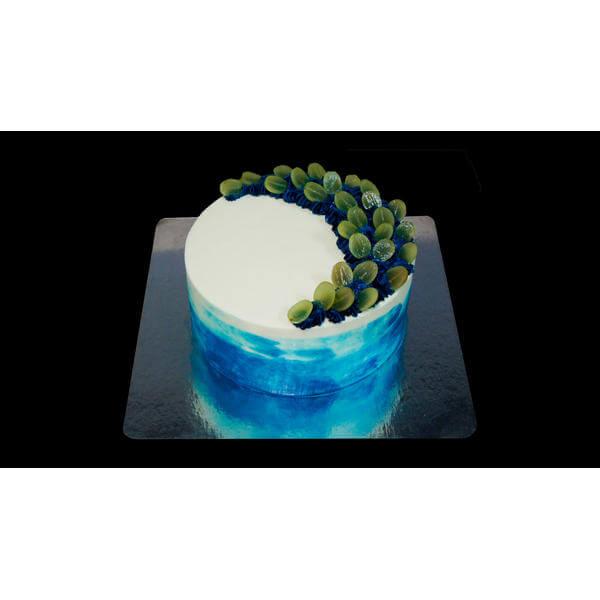 Красочный торт с фруктами