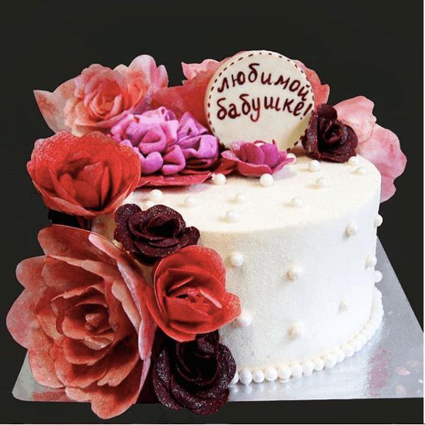 Торт с вафельными розами
