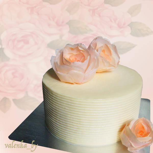 Свадебный торт с персиковыми розами